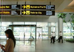 シンガポール・MRTへの誘導サイン